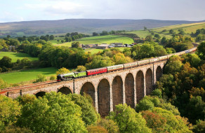 Steam train on the Smardale Viaduct